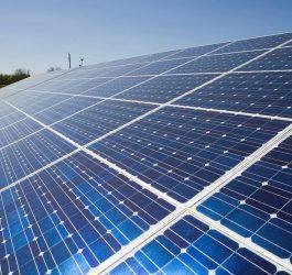 Energia solar cresce exponencialmente e alcança 10 mil microgeradores no Brasil