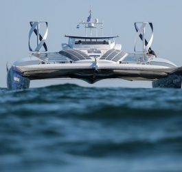 Embarcação movida a energia solar navegará durante 6 anos