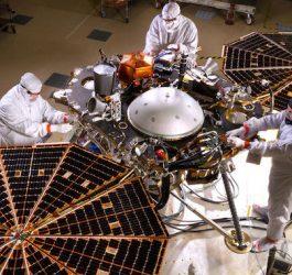 Movida a energia solar, sonda Mars Insight inicia trabalhos em Marte
